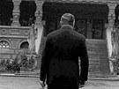 Pardubické krematorium. Pan Kopfrkingl v podání Rudolfa Hrušínského ve filmu