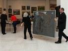 Přípravy na benefiční aukci ve výstavní síni Mánes 11. března 2012