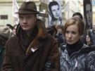 Jan Budař a Táňa Pauhoufová jako manželé Burešovi ve filmu Hořící keř.