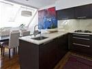 Že je majitelka bytu obdivovatelkou minimalismu, je nejpatrnější v kuchyni.