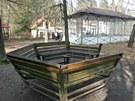 Skleněný pavilon před výletní restaurací Svatý Linhart v karlovarských