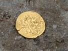 Archeologové našli na stavbě Tyršova mostu v Přerově také osmanskou zlatou minci, která byla ražena v Cařihradu v letech 1603 až 1617.