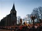 Ve �tvrtek ve�er se se�li obyvatel� Lommelu k bohoslu�b� za ob�ti nehody (15.