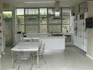 Kuchyn� je v nov� ��sti domu. P�i za�izov�n� se majitel inspiroval n�bytk��sk�m