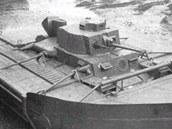 Schwimmpanzer 38. Mezi čtveřicí plováků je upevněn původně český tank LT vz.38