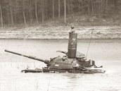 Tady je při brodění tank M60 Patton.