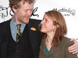 Glen Hansarda a Markéta Irglová na premiéře muzikálu Once na Boradwayi.