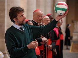 Nanni Moretti při natáčení svého filmu Máme papeže!