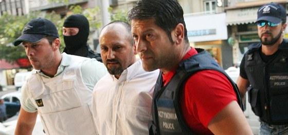 Takhle by nejnebezpečnějšího zločince Řecka viděla tamní policie ráda, zatím ji