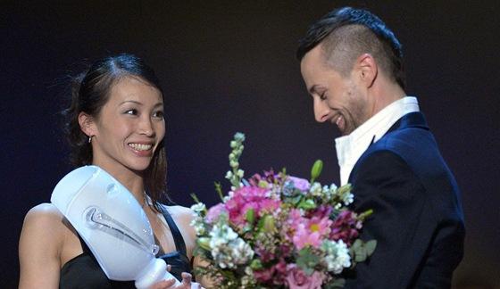 Miho Ogimoto s Thálií za výkon v baletu Giselle (Praha, 24. března 2012)