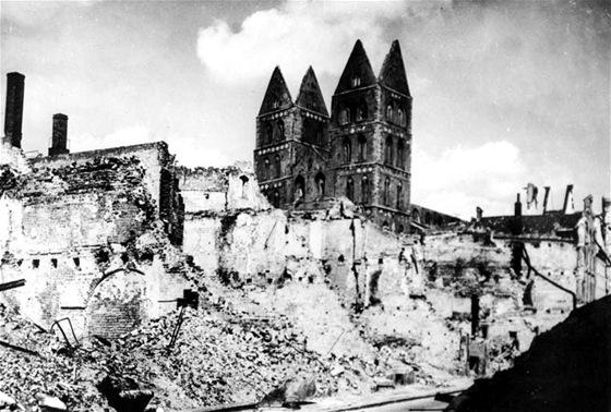 Město Lübeck po kobercovém náletu Britů.
