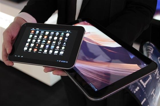 """Srovnání 7"""" a 13"""" tabletu"""