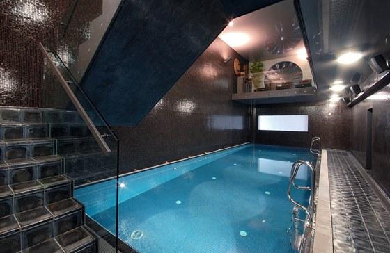 K současnému komfortu patří i bazén.
