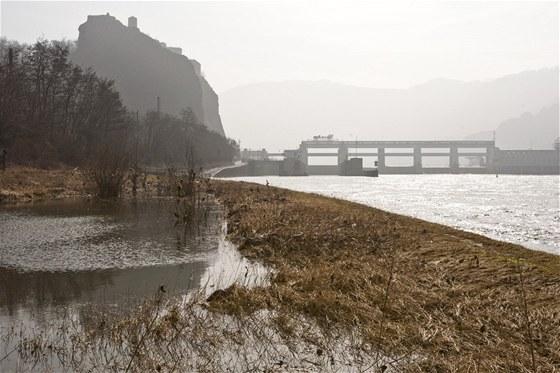 Celé zařízení je také známo pod názvem Střekovská přehrada či Střekovský jez.