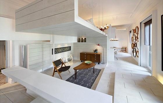 V obývací části jsou i židle od dánského designéra Hanse Jorgena Wegnera.