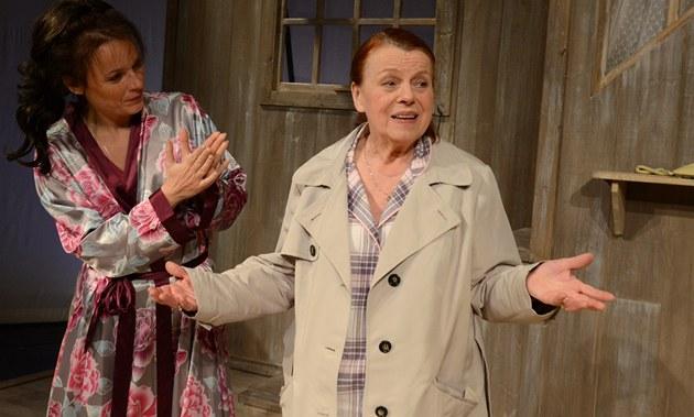 Iva Jan�urová v roli Ingrid v komedii Na m�l�in�
