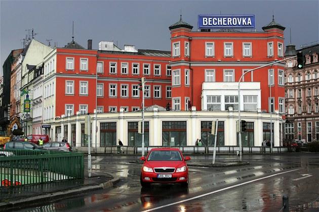 Becherovka vyváží 40 procent své produkce, a to hlavně na Slovensko, do Ruska a Německa. | foto: Václav Šlauf,