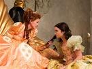 Lily Collinsová a Julia Robertsová v pohádce o Sněhurce