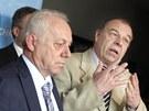 Jaroslav Zavadil (vpravo) p�i tiskov� konferenci �MKOS po jedn�n� s tripartitou