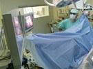 Fakultní nemocnice v Hradci Králové využívá novou metodu operací přístrojem