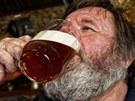 Stálý štamgast Otta Kučera vypije každý den v hradeckém hostinci U Kohouta