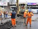 Havárie vodovodu u hlavního nádraží v Plzni v Sirkově ulici.