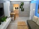 Simona Fritz použila (téměř jako tradičně) laminátovou podlahu i na stěnu