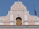 Domovní štíty v horní části náměstí Republiky
