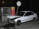 Havarované BMW, jehož řidič chtěl ujet policii.