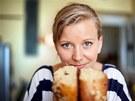 Cukrářka Iveta Fabešová se dvěma mazanci podle stejného receptu. Jen je jeden s