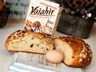 Jako levnější náhradu vajíčka jsme do jednoho z mazanců použili Vajahit.