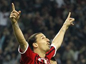 ZASE J�. Zlatan Ibrahimovi� za��dil oba g�ly AC Mil�n v souboji s AS ��m a jeho t�m zv�t�zil 2:1.