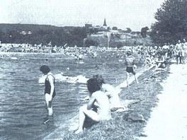 Zaniklé koupaliště pod Hořejším rybníkem, kde nyní vzniká park.