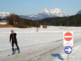 Pětikilometrový okruh Schneerosenloipe nad Breitenbachem už není v ideálním