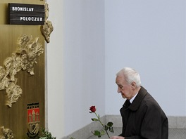 Miloš Nesvadba se loučí s kolegou Bronislavem Poloczkem (Praha, 23. března