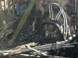 Následky požáru způsobeného okují od projíždějícího vlaku ve Lhotě pod Přeloučí