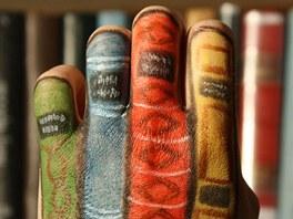 Snímek z projektu Book-cool-in, kampaň Pusť si knihu k tělu!