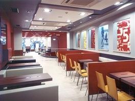 Takto vypadal nov� interi�r restaurace McDonald's na V�clavsk�m n�m�st� v roce