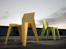 Židle Edge je vyrobena z hliníkového plechu.