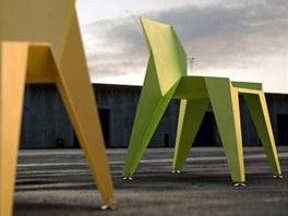 Židle Edge jsou inspirovány plastovými židlemi.