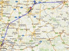 Modře se žlutými šipkami plánovaná trasa letu OK-OAD. Poslední potvrzená poloha
