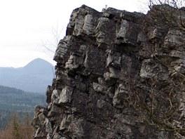 Výhledová skaliska na úbočí Ortelu