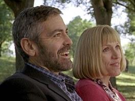 George Clooney a Frances McDormandová ve filmu Po přečtení spalte