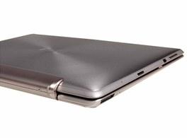 V zav�en� poloze vypad� tablet Asus Eee Pad Transformer Prime jako lepo��