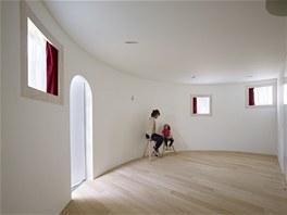 Rodičovská ložnice má vlastní samostatný vchod na miniaturní zahradu.