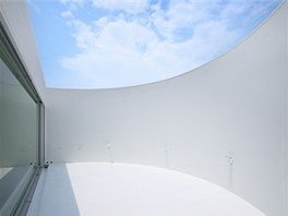 St�e�n� terasa z�sobuje d�m m�kk�m rozpt�len�m sv�tlem a poskytuje sv�m