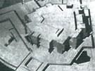 Masivní projekt si brzy vysloužil lidový název Dům hrůzy u Radbuzy.