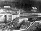 Elektr�rna byla spu�t�na v roce 1903.