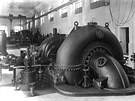 Strojn� za��zen� tvo�ily t�i hydroagreg�ty, v roce 1911 p�ibyl �tvrt�.