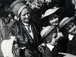 Babička: Terezie Brzková, Barunka: Nataša Tánská, Jan: Jiří Papež, Vilím: Jiří